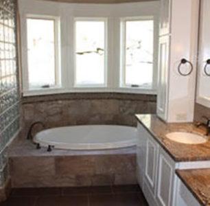 custom master bathtub at DM Builders, Idaho home builder